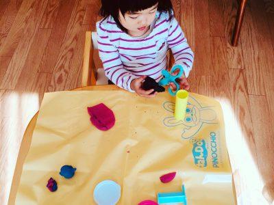 娘も2歳になりました。粘土あそびがだいすき!