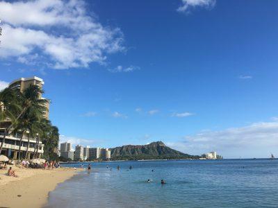 ホテル目の前のビーチからハワイらしい景色を見てグッバイ!